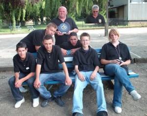 Les coachs et les jeunes champions morbihannais de pétanque 2009