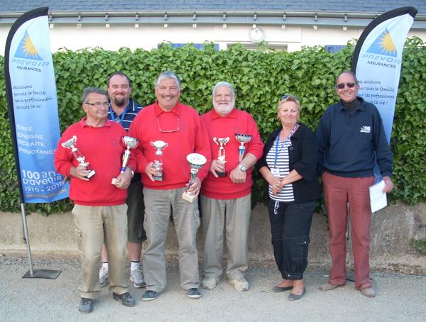 Les champions du Morbihan triplette vétéran de la pétanque lanestérienne
