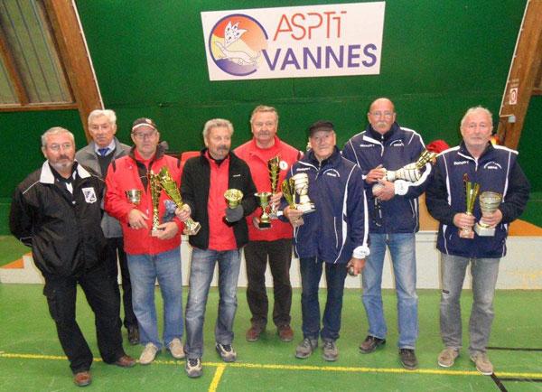 Vainqueurs et finalistes du championnat vétéran de pétanque 2013