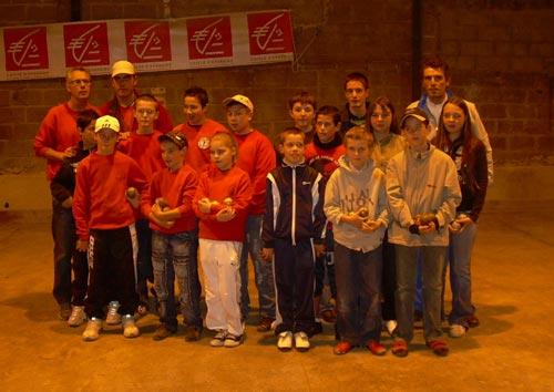 équipes jeunes de la pétanque lanestérienne et pétanque club de Mauron