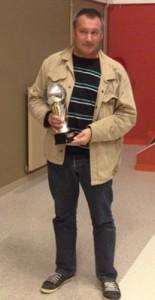 Yannick Briens avec le trophée du meilleur joueur 2011 de Bryan Le Marrec