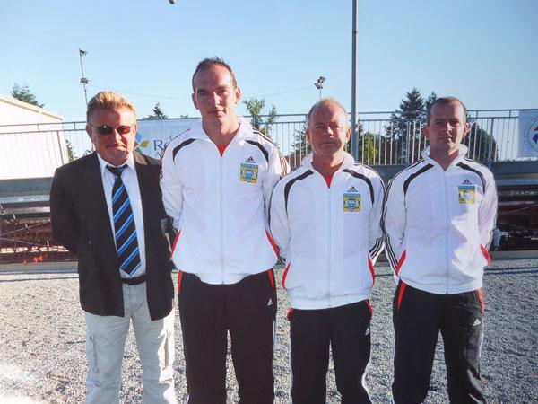 La triplette de la pétanque pontivyenne à Roanne avec leur délégué