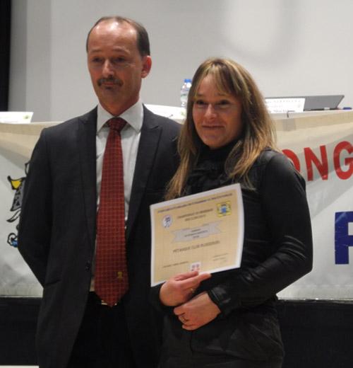 Karine Le Bunetel du club de Ploeren pour le titre en CDC2 de pétanque