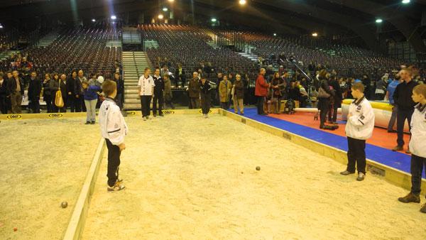 Jeunes espoirs breton en démonstration de pétanque à la foire de Rennes