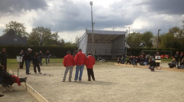 Partie de pétanque lors du championnat promotion à Ploeren
