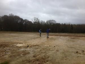 Terrain de pétanque boueux