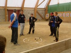 Les educateurs aux ateliers de petanque ffpjp