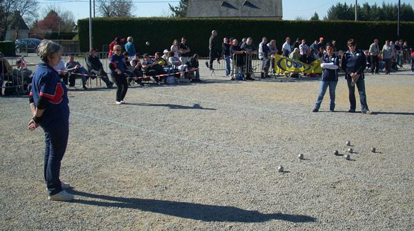 Eliane Penmellen au rond contre Quiberon Petanque