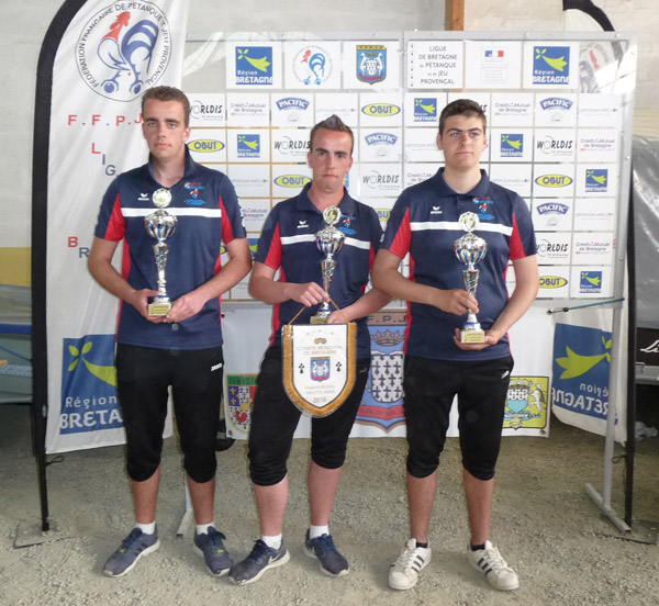les champions de Bretagne de pétanque junior de l'ASPTT Vannes