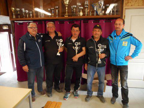 les finalistes du petanque club ploerinois en triplette veteran 2016