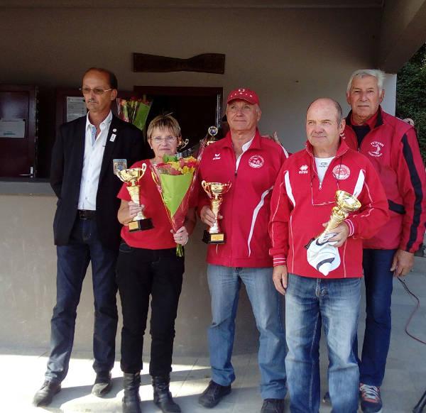 finalistes du championnat vétéran en triplette mixte du club de pétanque de Larmor Plage