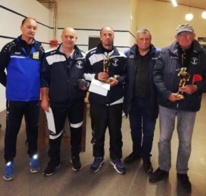 champions de Carnac David Tuffigo et Damien Thebaul avec officiels