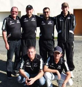 L'équipe du Vannes Pétanque Club lors du CRC 2011