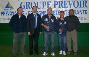 Champions doublette mixte 2011 dans la salle de l'ASPTT Vannes à Luscanen