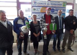 Les finalistes du championnat individuel de pétanque 2013 et les officiels FFPJP