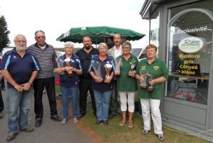Les gagnantes et finalistes de ce championnat vétéran féminin avec les officiels